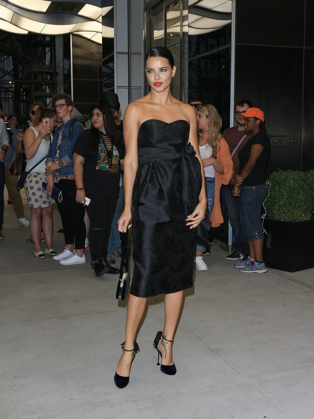 More Pics of Adriana Lima Velvet Bag (1 of 6) - Evening Bags Lookbook - StyleBistro