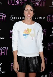 Aubrey chose this white graphic-print sweatshirt with a retro-style peacock for her look at the 'Afternoon Delight' premiere.