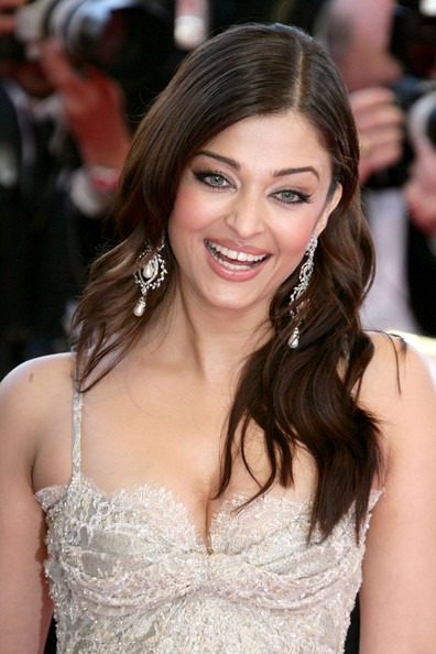 Aishwarya Rai Long Wavy Cut []