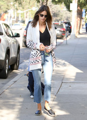 Alessandra Ambrosio completed her laid-back outfit with a pair of cropped flare jeans.