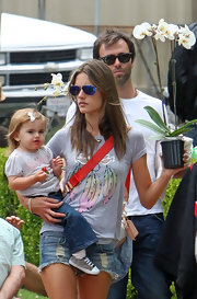 Alessandra wore a blue mirrored pair of classic aviator shades when she stepped out with her family for a casual day of shopping. How cute!