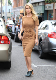 Alice Eve wore a short-sleeve tan dress with a knotted waist for a day of shopping in Beverly Hills.
