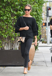 Alicia Vikander teamed her top with black skinny jeans by Rebecca Minkoff.