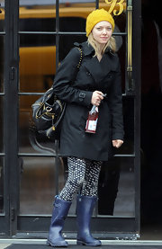 Rising star Amanda Seyfried was all bundled up while out and about in Manhattan. She paired her trench coat with a cool studded shoulder bag.