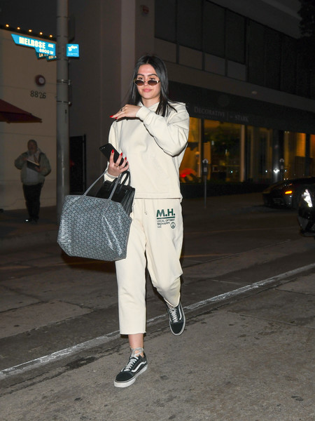 Amelia Gray Hamlin continued the relaxed vibe with a pair of black canvas sneakers by Vans.