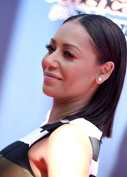 Melanie Brown kept it minimal with this straight center-parted 'do on the 'America's Got Talent' season 10 red carpet.
