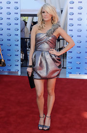 Carrie looked modern and sexy in a metallic, one shoulder cocktail dress with shimmering strappy evening sandals.