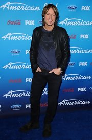 Keith Urban looked rocker-chic in a screen print t-shirt.