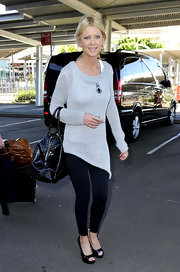 Tara Reid arrived in Sydney in a gray knit tunic with an asymmetric hem.