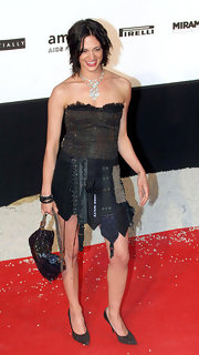 Asia Argento finished her amfAR look with a pair of pointy pumps.