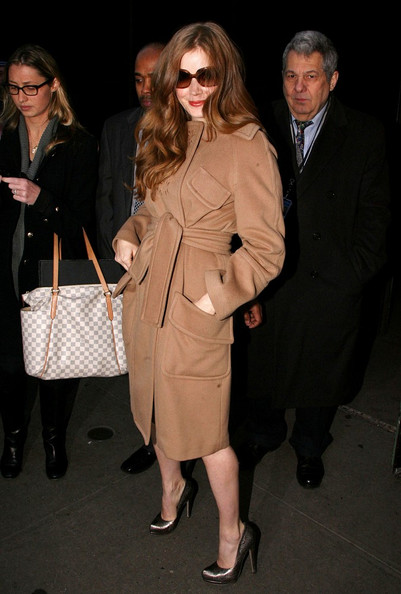 More Pics of Amy Adams Square Sunglasses (2 of 6) - Amy Adams Lookbook - StyleBistro