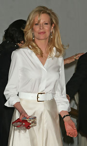 Kim Basinger's classic white button-down looked downright lovely paired with a flowing skirt.