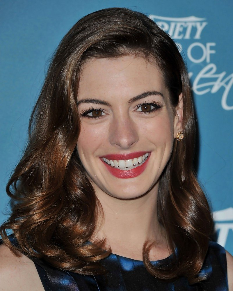 Anne Hathaway Medium Curls Shoulder Length Hairstyles Lookbook Stylebistro