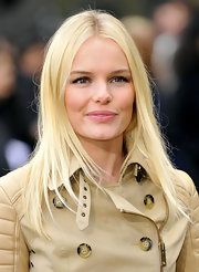 Kate Bosworth kept her hair sleek in simple with a center part straight cut at the Burberry Prorsum show.