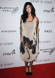 A black-haired Ms. Von D hit the red carpet in an interesting ensemble with a side-parted and loosely waved hairstyle.