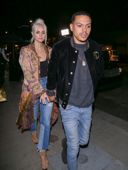 Ashley Simson grabbed dinner at TAO wearing high-waisted patchwork pants by Re/Done.