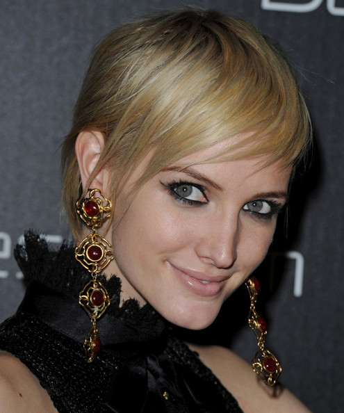 Ashlee Simpson Cat Eyes