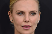 Charlize Theron Chignon