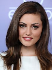 Phoebe Tonkin looked sleek and elegant in a layered haircut at the Australians in Film Awards.