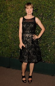 Radha Mitchell kept her look classic and ladylike with this sleeveless lace-overlay LBD during the Decades of Glamour Oscar party.