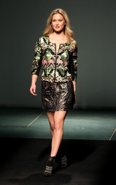 """Bar Refaeli modeled a mini skirt from Desigual's new """"We Love"""" collection at Barcelona fashion week."""
