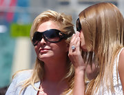 With these modern oval sunnies, Kathy Hilton got some sun protection while looking chic at the same time.