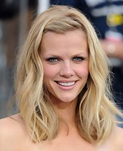 Brooklyn Decker used lots of black liner and icy shadows to create her sultry eye makeup effect.