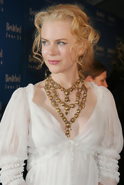 Nicole Kidman added a sparkling touch to her bare neckline with golden layered necklace.
