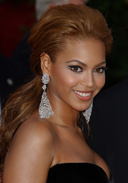 Beyonce Knowles Dangling Diamond Earrings