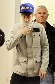 Justin Bieber wore a stylish four-pocket cargo jacket with his Warriors baseball cap for a shopping trip.