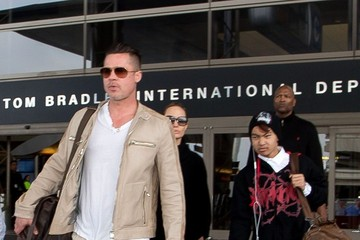 Brad Pitt Maddox Jolie-pitt Angelina Jolie Guides Her Family Through LAX — Part 2
