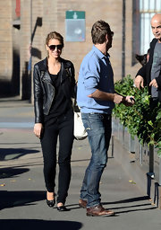 Vogue Williams showed that sexy doesn't have to mean showing a lot of skin. Her dark skinny jeans hugged her curves just right as she exited from the Sienna Marina Restaurant.