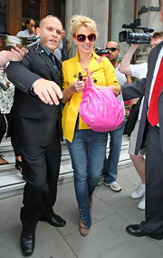 Britney Spears paired her sunny jacket with a bubblegum pink shoulder bag.