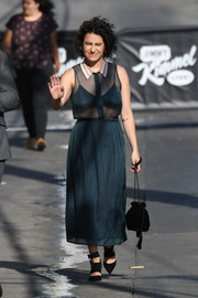 Ilana Glazer sealed off her look with a tasseled velvet pouch.