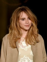 Suki Waterhouse rocked bedhead during the Burberry London in Los Angeles show.