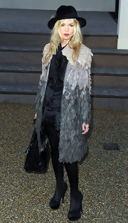 The always fashionable Rachel Zoe showed off her YSL black pumps while attending London Fashion Week.