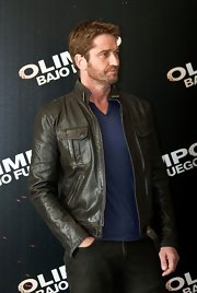 Gerard Butler rocked a sleek and cool leather jacket.