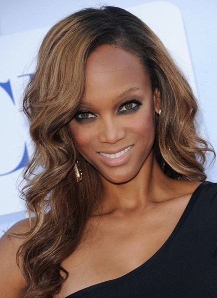 More Pics of Tyra Banks Side Sweep (1 of 19) - Tyra Banks Lookbook - StyleBistro
