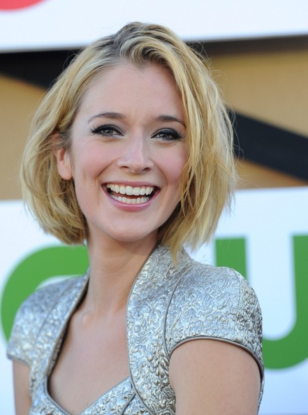More Pics of Caitlin Fitzgerald Bob (1 of 8) - Short Hairstyles Lookbook - StyleBistro []