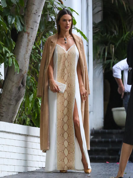 Alessandra Ambrosio completed her ensemble with a simple white box clutch by Edie Parker.
