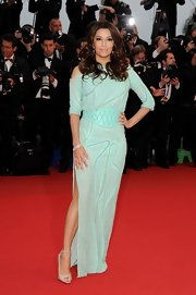 Eva Longoria chose this pale turquoise cold-shoulder gown that featured a thigh-high side slit and an open back.