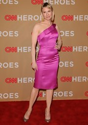 Renee Zelwegger dazzled in Christian Louboutin Ron Ron pumps. The glittery heels were a glam addition to Renee's pink Carolina Herrera dress.