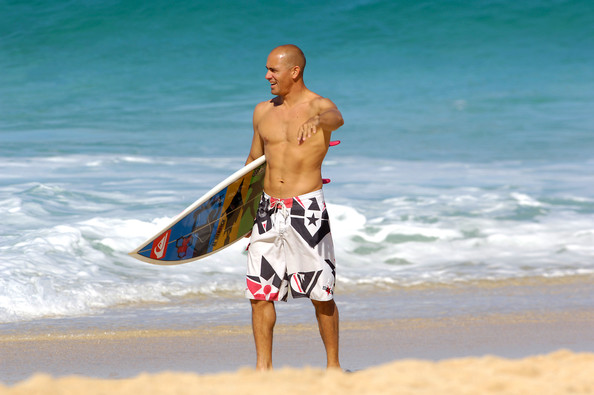 Kelly wore long surf trunks for a casual day in the water.