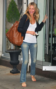 "To top of her casual jeans and cardigan look Cameron totes the ""Antik Gathered"" oversized bag in tan. This is an easy grab and go bag for everyday wear."