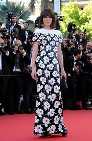 Milla's bold floral dress had a cool mod look to it on the red carpet of 'Blood Ties.'