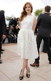 Isla Fisher kept her Cannes Film Festival look light and bright with an A-line white frock.