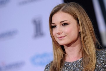 Emily VanCamp's Smooth Strands