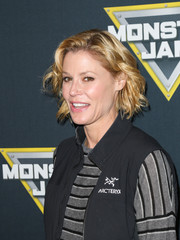 Julie Bowen sported casual short waves at the Monster Jam Celebrity Night.
