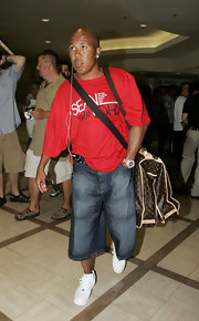 Hines Ward made his way through LAX in a pair of faded jean shorts.