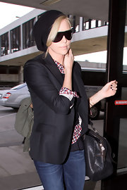 Charlize wore a black knit beanie with a blazer for this stylish winter look.